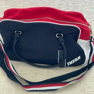 Tommy Hilfiger bowing luggage bag